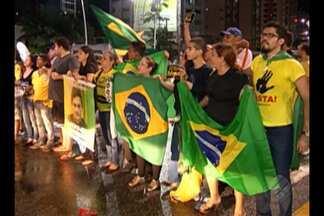 Manifestantes realizam ato contra o governo na Doca, Belém - Organização estima a participação de cerca de 200 pessoas.