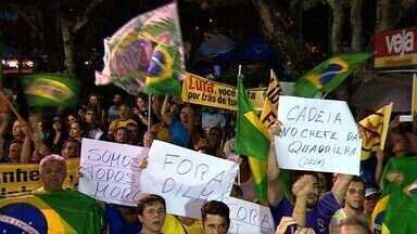 Política do país leva sergipanos a realizarem manifestação em corrida - Política do país leva sergipanos a realizarem manifestação em corrida.
