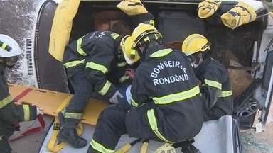 Bombeiros RO fazem curso de resgate com novas técnicas internacionais - Instrutores vieram da região sul do país para a finalização do curso de resgate veicular.