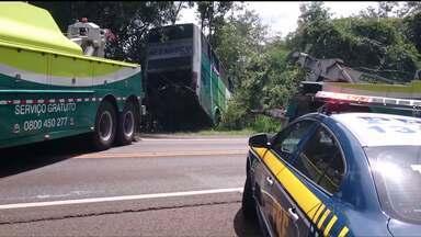 Onze pessoas ficam feridas em acidente de ônibus em Laranjeiras do Sul - O ônibus levava os torcedores do Cerro Porteño de volta para o Paraguai.