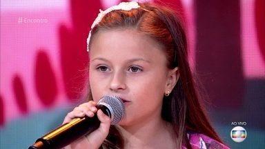 Rafa Gomes canta 'Banho de Lua' - Paranaense intepreta música que a levou para a final do 'The Voice Kids'