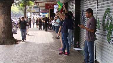 Comerciantes de Maringá fecham as lojas em protesto contra o governo federal - Eles apoiam a operação Lava Jato