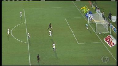 Botafogo-SP perde para o São Paulo e se complica no Paulistão - Pantera segurou o empate até os 44' do segundo tempo.