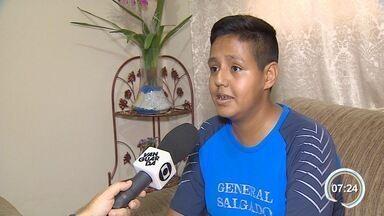 Estudante enfrenta problemas após ter cirurgia cancelada pela 3ª vez em Caçapava - Com desvio grave no quadril, jovem precisa de cirurgia para correção do problema.