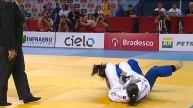 Maria Portela abre o placar para o Brasil no Desafio Internacional de Judô - Maria Portela faz um Wazari em cima da Munkhbat e faz 1 a 0.