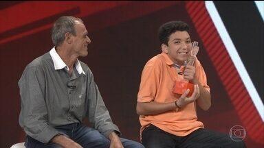 Campeão do The Voice Kids, Wagner Barreto visita redação do Fantástico - Paranaense de 15 anos emocionou o Brasil com apresentações incríveis. Ele conta quais são os planos para a carreira após vencer o programa.