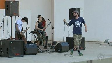 Tatuí participa de festival internacional independente, o Grito Rock - O domingo (28) foi dia de rock em Tatuí (SP). Bandas independentes se reuniram para um evento que começou pequeno e agora é realizado em mais de 300 cidades de 35 países, o Grito Rock.