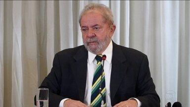 Entrevista de Lula a jornalistas estrangeiros repercute na imprensa internacional - As agências de notícias deram destaque aos comentários do ex-presidente sobre a iminente saída do PMDB do governo e das críticas ao juiz Sergio Moro.