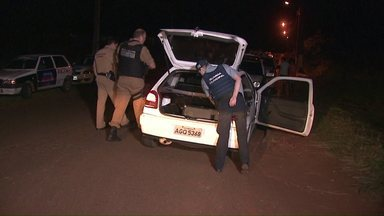 Polícia consegue recuperar produtos roubados em assalto - Uma menor e um rapaz foram levados para a delegacia da polícia civil