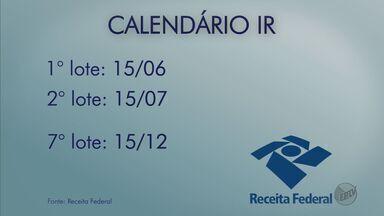 Receita Federal divulga calendário de pagamento da restituição do imposto de renda de 2016 - A Receita Federal divulgou nesta terça-feira(29) o calendário de pagamento da restituição do imposto de renda deste ano. Vão ser 7 lotes.