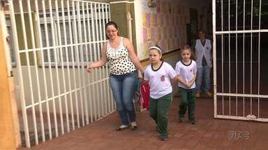 Muitas escolas e creches não abrem por causa da greve em Maringá - Servidores municipais cruzaram os braços e muitos pais tiveram que levar os filhos de volta para casa.