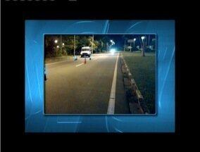 Homem morre após ser atropelado por carro na BR-381, em Ipatinga - Motorista fugiu sem prestar socorro e não foi identificado, diz PM. Corpo da vítima foi encaminhado para o IML de Ipatinga.