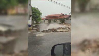 Tubulação se rompe em cruzamento na Zona Leste de Manaus - Concessionária de água informou que equipes foram acionadas. Moradores dizem que rompimento ocorreu durante a madrugada.