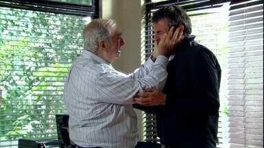 Cadore se emociona, mas diz que golpe de Raul acabou 'matando' toda a família - Raul pede perdão. O patriarca não entende como o filho foi capaz de deixar tudo para trás
