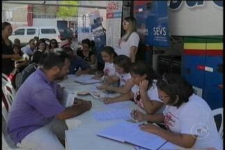 Hoje foi dia de prevenção no Centro de Petrolina - Um ônibus do Programa Estadual de Combate às Doenças Sexualmente Transmissíveis estacionou na Praça Dom Malan