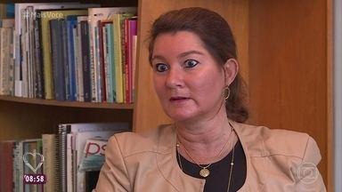 Saiba a diferença entre reclamação e questionamento - A psicóloga Mônica Portela explica que não adianta reclamar de situações que não têm solução. Mas os questionamentos são válidos quando se tenta resolver o problema