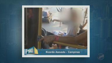 Criança é flagrada sentada em lugar inadequado no transporte público - A criança estava sentada perto do motorista encostada no parabrisa de um ônibus.