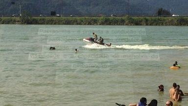 Jovens fazem manobras perigosas com motos aquáticas na Represa Billings - Muitas pessoas que pilotam motos aquáticas fazem manobras arriscadas. Grande parte não possui habilitação para pilotar.
