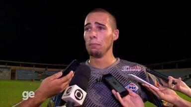 Goleiro Lucas se emociona ao falar de salários atrasados do Piauí - Goleiro Lucas se emociona ao falar de salários atrasados do Piauí