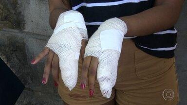 Duas jovens baleadas dentro de um carro da PM - Elas foram vítimas de um assalto em Vila Isabel. Um dos assaltantes foi preso em flagrante e o caso levado para a Cidade da Polícia. Bandidos do Jacarezinho - comunidade vizinha à Cidade da Polícia, atiraram no carro da PM