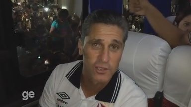 Jorginho fica emocionado com o carinhos do vascaínos em Manaus - Técnico disse que espera corresponder no domingo contra o Fluminense.