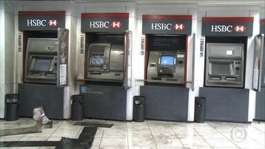 Criminosos usam querosene para tocar fogo em caixas eletrônicos em banco no Recife - Agência bancária fica na Avenida Domingos Ferreira, em Boa Viagem, Zona Sul do Recife. Nenhum dinheiro foi levado.