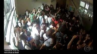 Professores ocupam prédio da Secretaria de Fazenda do Rio - Protesto foi contra atraso no pagamento de salários