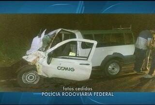 Funcionário da Cemig morre em acidente na BR-365, em Jequitaí - Polícia suspeita que ele tenha dormido ao volante.
