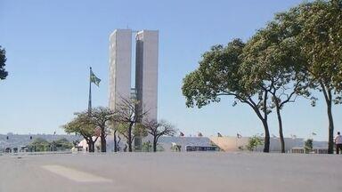 Câmara dos Deputados debate abertura do processo de impeachment contra Dilma - A Esplanada está fechada, sem maiores impactos no trânsito.
