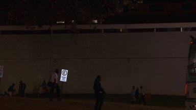 Homem pula de plataforma superior na rodoviária de Brasília para fugir da PM - Os policiais contaram que quando fizeram a abordagem em um ponto de consumo de drogas perto do Conic.