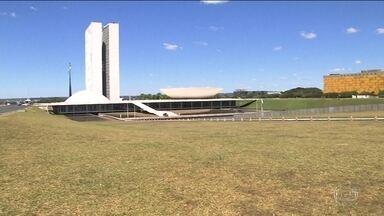 Brasília tem esquema de segurança reforçado durante votação na Câmara - Trânsito está interditado a partir da entrada da Esplanada dos Ministérios. Manifestantes ficarão separados de acordo com posicionamento.