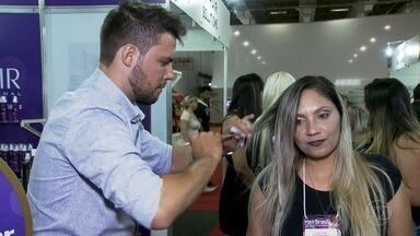 Feira em SP traz as novidades do mercado dos produtos de beleza - O Brasil é o terceiro país que mais consome produtos de beleza no mundo Só que nos últimos seis anos tem gente apostando na formalização desse mercado. Hoje, só no estado de São Paulo, já são quase 170 mil microempreendedores individuais trabalhando nessa área.