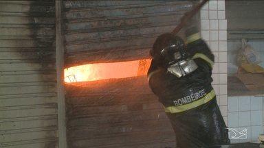 Incêndio destrói loja e depósito no Mercado Central, em São Luís - Fogo começou por volta das 6h desta quarta-feira (20).