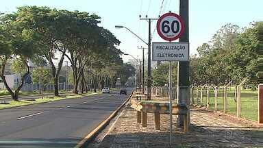 Aumentam as multas no trânsito de Ponta Grossa - Motoristas são flagrados nas lombadas eletrônicas e radares da cidade.
