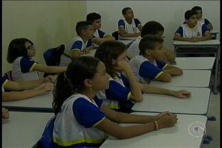 Combate ao bullyng deve ser ensinado desde cedo dentro das escolas - A estudante de jornalismo Calincka Crateús participou do programa Encontro com Fátima e contou a triste experiência que sofreu dentro da escola, por conta do bullying.