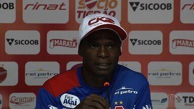 Lateral do Vila já tem experiência positiva em semifinal de estadual - Marinho Donizete era jogador do Ipatinga, que eliminou o Cruzeiro em 2010. Ele espera que o Vila elimine o Goiás no domingo.