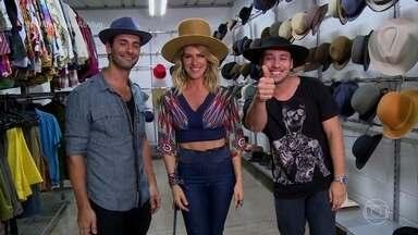 Rodrigo Andrade e Flávio Tolezani mostram a moda dos chapéus dos anos 40 - Atores estão no elenco da novela Êta Mundo Bom!
