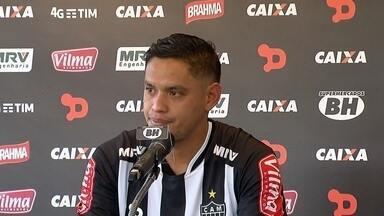 Contratado pelo Atlético-MG, meia Carlos Eduardo se diz focado em retomar a carreira - Contratado pelo Atlético-MG, meia Carlos Eduardo se diz focado em retomar a carreira