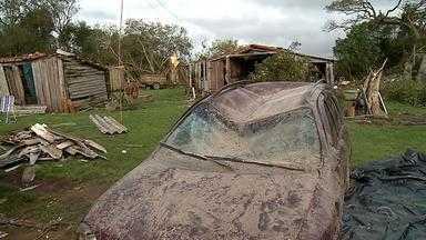 Tempestade destroi moradias e plantações em Piratini, RS - Piratini não tem posto metereológico, o que poderia explicar o que aconteceu.