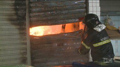 Incêndio consome lojas do Mercado Central, no Centro de São Luís - Incêndio consome lojas do Mercado Central, no Centro de São Luís