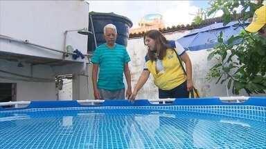 Além de receber agentes de saúde moradores devem cuidar da casa para evitar focos do Aedes - A Bomba do Hemetério, na Zona Norte do Recife, é um dos bairros com maior número de focos do mosquito Aedes aegypti, que transmite a dengue, o vírus da zika e a febre chikungunya.
