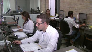 Contadores trabalham no feriado para fazer declações do Imposto de Renda - O prazo para a entrega da declaração termina na semana que vem.