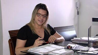 Goianos aproveitam feriado para fazer declaração do Imposto de Renda - Escritórios de contabilidade fizeram plantão para adiantar o serviço.