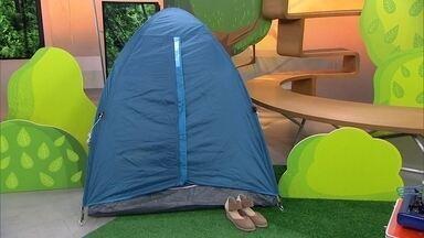 Hoje é dia de acampar: barraca - Alexandre Henderson e grupo de escoteiros preparam barraca de acampamento.
