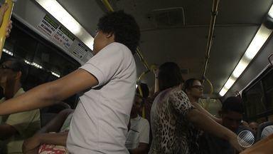 Assédio no coletivo: mulheres reclamam de abusos nos ônibus de Salvador - O crime costuma ser cometido nos veículos cheios. E muitas das vítimas não denunciam; confira na reportagem.