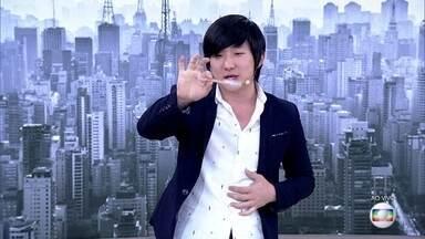 Pyong Lee faz mágica no palco do 'Encontro' - Mágico mostra que adora canetas!