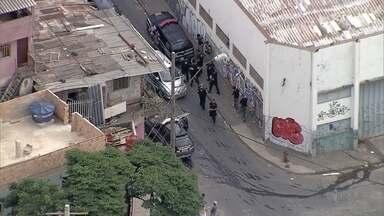 Operação prende sete por suspeita de envolvimento em organização criminosa na PPL, em BH - Além das prisões, a operação na Pedreira Prado Lopes cumpriu 19 mandados de busca e apreensão. São investigados tentativas de homicídios, tráfico de drogas e lavagem de dinheiro.