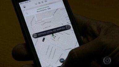 Vereadores votam projeto de lei que regula compartilhamento de carros na capital - Caso seja aprovado, o projeto cria regras para o funcionamento do aplicativo Uber. Os taxistas são contrários à proposta.