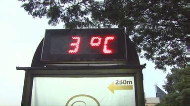 Manha gelada em Cascavel - Durante a madrugada a sensação térmica era de 2 graus negativos.