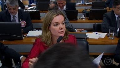 Comissão especial do Senado define nesta quarta (27) o roteiro dos trabalhos - encarregada de analisar o pedido de impeachment da presidente Dilma Rousseff, comissão terá dois ministros para falar esta semana.